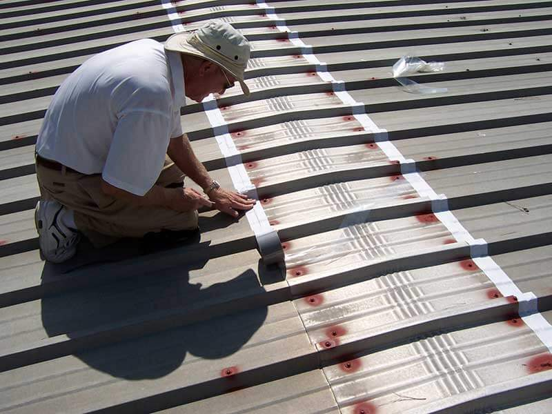 Mái tôn là loại mái xẩy ra tình trạng thấm dột rất nhiều