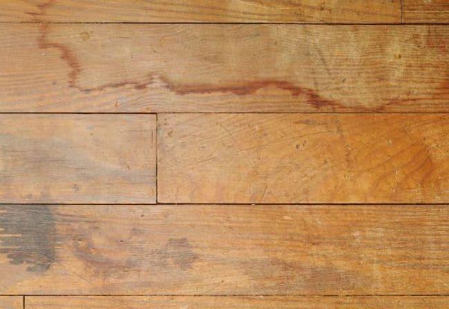 Đồ gỗ bị thấm nước gây mất thẩm mỹ và giảm tuổi thọ của sản phẩm