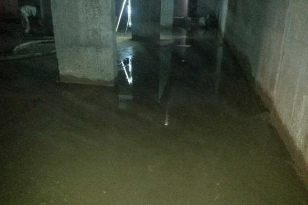 Bể nước ngầm bị nứt gây ra những tình trạng thấm nước nghiêm trọng
